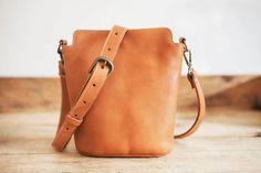 Kleinen Rindsleder Ledertasche / / Leder Womens Schulter Tasche / / Haut von pflanzlichem gegerbtem Leder Blume Handtasche brown