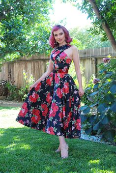 Pinup Couture Midcentury Mia Dress in Red Rose Printed Satin Pinup Girl Clothing Rockabilly Fashion, Retro Fashion, Vintage Fashion, Rockabilly Girls, Rockabilly Style, Vintage Inspired Dresses, Vintage Dresses, Vintage Outfits, Pinup Girl Clothing