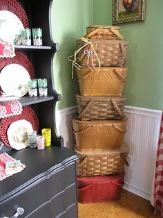 Love both vintage picnic baskets and the way these are diplayed.