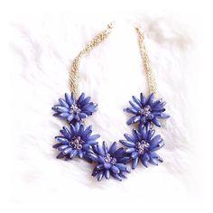 Flower Love Statement Necklace In Navy #fashion #style #navy #flowernecklace #statementnecklace - 22,90 € @happinessboutique.com