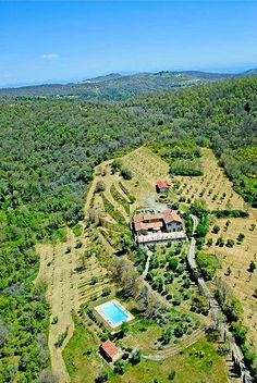 Arte Umbria in Italy hosts weekly art courses from painting and drawing to creative writing and sculpture. @arteumbria . This is an aerial shot of their 220-acre estate in the hills of Umbria, Italy.