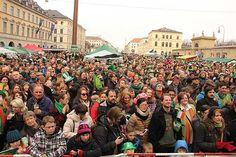 St. Patricks Day Parade 2013 in München / Munich am 17.03.2013 Größte europäische Feierlichkeiten außerhalb Irlands mit After Parade Party http://www.ganz-muenchen.de/freizeitfitness/st_patricksday/intro.html, that's me checking my camera in the black coat!!!