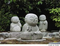 meditating buddhas!  Wouldn't they be cute out back?