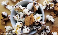 If want to step up your S'mores game, look no further. We cruised around the magic interweb and found 21 versions of S'mores that are taking it to the next New Recipes, Cookie Recipes, Snack Recipes, Chocolate Marshmallows, Melting Chocolate, My Favorite Food, Favorite Recipes, Smores Dessert, Cookies Ingredients