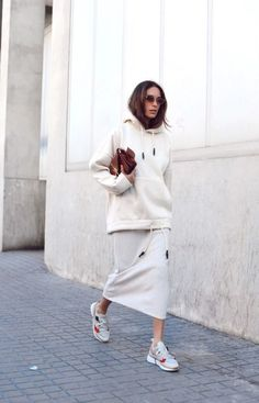 White oversize hoody and skirt - white outfit - sportswear - womens streetwear - sneakers and skirt - sneakers and dress - yoga style - casual work outfit ideas Mode Outfits, Casual Outfits, Fashion Outfits, Fashion Trends, Fashion Edgy, Casual Clothes, Sneakers Fashion, Cheap Fashion, Dress And Sneakers