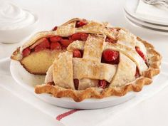 Strawberry Pie Cake : This best-of-both-worlds dessert combines the looks of pie with the portability of cake. For extra transport ease, bake it in an aluminum pie tin so there's nothing to bring home afterward. via Food Network Food Cakes, Cupcake Cakes, Cupcakes, Cake Cookies, Eclairs, Summer Desserts, Just Desserts, Picnic Desserts, Delicious Desserts