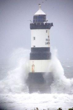 Tremendous waves at Trwyn Du Lighthouse, Penmon Point, Wales, UK. Nc Lighthouses, Scenic Photography, Landscape Photography, Lighthouse Keeper, Beacon Of Light, Unique Buildings, Papa Francisco, Sea Waves, Abandoned Buildings