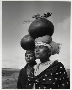 torrid-wind:  d-ici-et-d-ailleurs:  Femmes Zoulou, Afrique du Sud, 1963 du photographe   Yousuf Karsh    Zulu women, South Africa, 1963 - photo by Yousuf Karsh (***Click title link to view in high resolution***)