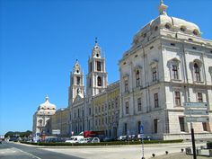 Mosteiro de Mafra - Mafra - Distrito de Lisboa O Barroco - O Convento de Mafra é um dos edifícios barrocos mais sumptuosos do país. Este monumental complexo de infra-estrutas religiosas foi desenhado por Johann Friedwig Ludwig (conhecido em Portugal por João Frederico Ludovice).