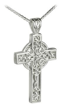 Mens Celtic Cross pendant in sterling silver. This handsome irish pendant comes with a 20 inch chain and features intiricate detail on the design, which is made up of series of Trinity Knots.