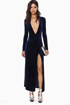 Nasty Gal Deep Midnight Velvet Dress, if you want a sexy look for the summer ball! Sexy Dresses, Dress Outfits, Dress Skirt, Dress Up, Slit Dress, Dress Long, Velvet Fashion, Nasty Gal, Dress To Impress