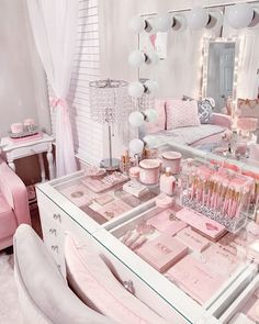 20 Makeup Vanity Table Ideas To Assist Your Makeup Routine Vanity Room Cute Bedroom Ideas, Cute Room Decor, Girl Bedroom Designs, Room Decor Bedroom, Girls Bedroom, Bedrooms, Master Bedroom, Makeup Room Decor, Makeup Rooms