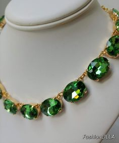 Peridot crystal riviere necklaceGreen rhinestone colletgreen | Etsy Anna Wintour Style, Bride Necklace, Green Necklace, Jewelry Case, Gold Set, Green Wedding, Stones And Crystals, Peridot, Birthstones