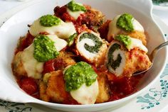 Crispy oven-fried chicken roulades with spinach and mozzarella filling . - Our popular recipe for crispy oven-fried chicken roulades with spinach and mozzarella filling and more than other free recipes at LECKER. Baked Chicken Marinade, Crispy Oven Fried Chicken, Oven Chicken, Baked Chicken Recipes, Meat Recipes, Healthy Recipes, Roast Chicken, Mozzarella, Italian Chicken Dishes