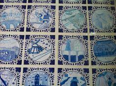 Delfts Blauw. Het tegeltje is een kleurenkopie ( vind je zo op internet). Ingekleurd met verschillende kleuren blauw kleurpotlood en stift. Gemaakt door mijn groep 8. Creative Teaching, Teaching Art, Drawing Lessons, Art Lessons, Edvard Munch, Cultural Crafts, 4th Grade Art, Chinese Landscape, Blue Art