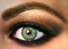 make up guide Make up for green eyes (wiki-how). make up glitter;make up brushes guide;make up samples; Brown Eyeshadow Looks, Eyeshadow For Green Eyes, Makeup For Green Eyes, Gold Eyeshadow, Dramatic Eyeshadow, Eyeshadow Ideas, Purple Eyeliner, Black Eyeliner, Coloured Eyeliner