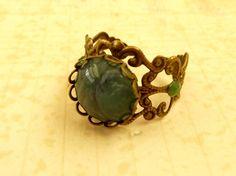 Ring mit grünem Schmuckstein antik Ring historisch von Schmucktruhe