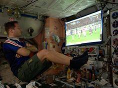 Depuis le 20 novembre, le Français Thomas Pesquet séjourne en orbite autour de la Terre à bord de la Station spatiale internationale (ISS). Suivez ses six mois de mission en images.