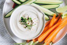 Szuperegyszerű joghurtos mártogatós, amivel feldobhatod a zöldségeket Veggie Yogurt, Greek Yogurt, Healthy Snacks, Healthy Eating, Healthy Recipes, Snacks Recipes, Keto Recipes, Brunch Recipes