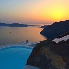 Buenos días! amaneceres mágicos en thesuites SANTORINI #weekend #holidays #summer #eco #slow #travel #greece #santorini #thesuites #nohotels