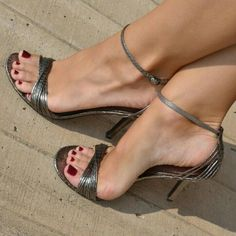 she has sexy toes!! love her strappy heels!