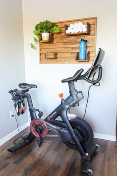 25 Outstanding Home Gym Room Design Ideas For Inspiration 19 Diy Home Gym, Home Gym Decor, Gym Room At Home, Workout Room Home, Workout Rooms, Workout Room Decor, Best Home Gym Setup, Exercise Rooms, Small Home Gyms
