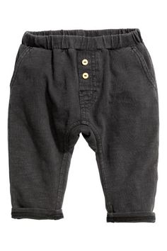 Nearly black. Pants in slub cotton jersey with an elasticized waistband, mock fly with buttons, side pockets, and one back pocket. Stylish Little Boys, Kids Fashion, Autumn Fashion, Baby Boy Dress, Men's Wardrobe, Baby Outfits Newborn, Black Kids, Couture, Cool Baby Stuff