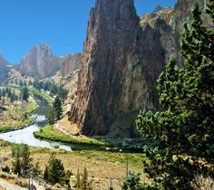 I believe that at least once in your life you owe it to yourself to check out Smith Rock State Park located on the outskirts of Terrebonne, Oregon (a . Oh The Places You'll Go, Places To Travel, Places To Visit, Oregon Travel, Travel Usa, Oregon Living, Oregon Washington, Oregon Coast, Pacific Northwest