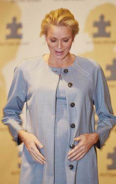 Los gestos 'premamá' de Charlene de Mónaco