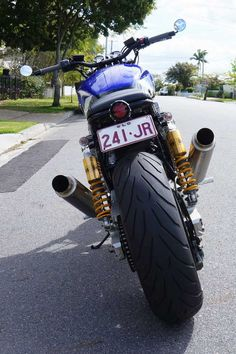 Xjr 1300, Custom Bikes, Cars And Motorcycles, Trending Memes, Yamaha, Funny Jokes, Cafe Racers, Nice, Classic