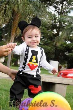 disfraz bebé: remera/body+pantalón+vincha mickey.