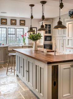 Stunning Farmhouse Kitchen Island Decor Ideas - Decorating Ideas - Home Decor Ideas and Tips Kitchen Island Decor, Kitchen Cabinets Decor, Farmhouse Kitchen Cabinets, Farmhouse Style Kitchen, Modern Farmhouse Kitchens, Home Decor Kitchen, Kitchen Styling, New Kitchen, Home Kitchens