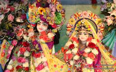 To view KIshore Kishori Close Up Wallpaper of ISKCON Chicago in difference sizes visit - http://harekrishnawallpapers.com/sri-sri-kishore-kishori-close-up-iskcon-chicago-wallpaper-002/