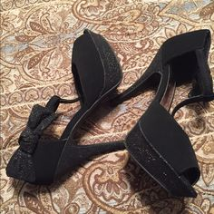 ❤️FREE SHIPPING TODAY NWOT Stunning Black Heels Stunning Black Heels, simply offer $6 less which means I paid the shipping;) Unlisted Shoes Heels