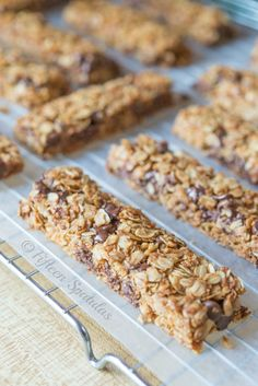 These homemade Chocolate Chip Granola Bars are a delicious lunchbox or afternoon treat. They're a cinch to make and better than storebought granola bars! Snack Recipes, Cooking Recipes, Healthy Recipes, Chocolate Chip Granola Bars, Chocolate Chips, Granola Barre, Lunch Snacks, Lunches, Eclairs