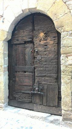 Trendy old door art entrance Door Entryway, Entrance Doors, Doorway, Vintage Doors, Antique Doors, Portal, Old Wooden Doors, When One Door Closes, Cool Doors