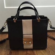 Black & Tan Leather Kate Spade Bag Chelsea Square - Bennett black pebble leather bag with tan stripe. In excellent condition!! Has adjustable and removable shoulder strap. Lining in excellent condition! One outside pocket, one inside pocket and one inside zipper. No trades. kate spade Bags Crossbody Bags