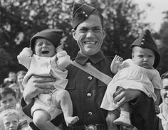 18 WWII-Era Photos To Make You Believe In Love