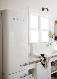 Vintage Whites Blog: Kitchen Update Reveal with Smeg Appliance