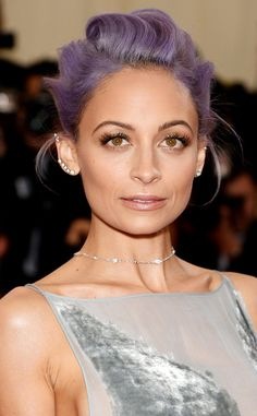 Nicole Richie shines by using iridescent glitter on her eye lids. So chic!
