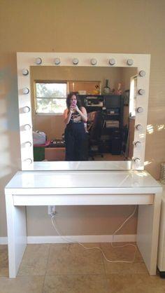DYI Large Hollywood mirror Diy Vanity Mirror, Vanity Desk, Bedroom Hacks, Bedroom Inspo, Hollywood Mirror Diy, Diy Home Decor, Room Decor, Makeup Storage, Dorm Rooms