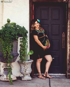 Mexican style maternity photoshoot photography done by representing my culture. Cactus, mexican dress, and flowers. Fiesta Outfit, Fiesta Dress, Mexican Outfit, Mexican Dresses, Mexican Style, Mexican Theme Baby Shower, Baby Shower Themes, Baby Boy Shower, Shower Ideas