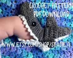 Crochet Child Booties These Shark Slippers are a FREE Crochet Sample. Get the Free Sample for the Shark Crochet Hat too. Crochet Baby Booties Supply : These Shark Slippers are a FREE Crochet Pattern. Shark Slippers, Shark Socks, Baby Slippers, Bedroom Slippers, Crochet Gratis, Free Crochet, Knit Crochet, Crochet Patterns For Baby, Crochet For Boys