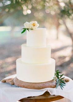 white & green wedding cake | Jemma Keech