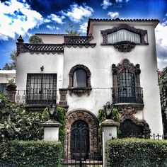 "Spanish+Colonial+Revival+Style+Architecture | Late 1930's ""Colonial California"" style house in Colonia Nápoles ..."