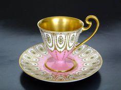 На данном изображении может находиться: кофейная чашка Pink Coffee Cups, Pink Cups, Tea And Crumpets, Tea Cafe, Russian Tea, Porcelain Mugs, Tea Service, My Cup Of Tea, Tea Parties