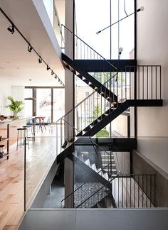 La Shed architecture Stair Handrail, Staircase Railings, Staircase Design, Stairways, Entry Stairs, House Stairs, Interior Stairs, Interior And Exterior, La Shed Architecture