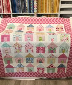 Patchwork Blanket Ideas Quilt Blocks 43 New Ideas Mini Quilts, Scrappy Quilts, Small Quilts, Patchwork Quilting, Art Quilting, House Quilt Patterns, House Quilt Block, Star Quilt Blocks, Quilt Block Patterns