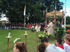 Sacramentsprocessie in oud #Zevenaar. Een jaarlijkse indrukwekkende traditie. Zondag 22 juni 2014. Via twitter @anjavannorel