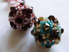 Beaded Bead Tutorial - not in English, but the pictures are excellent!